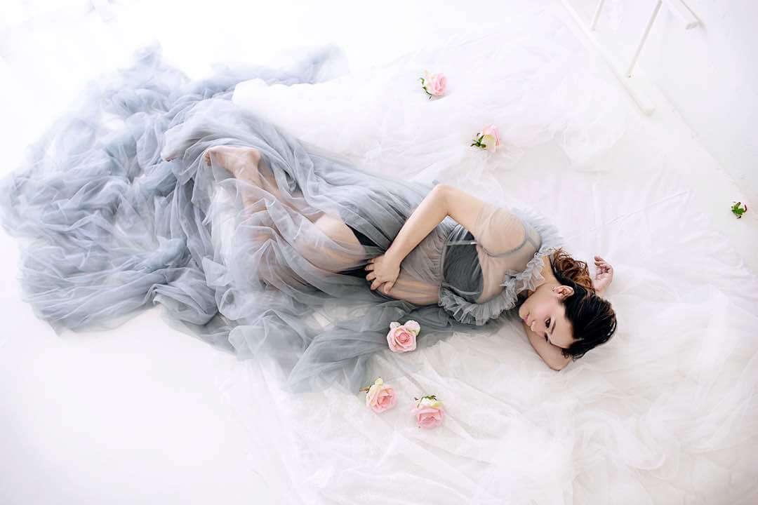 elegant maternity portrait
