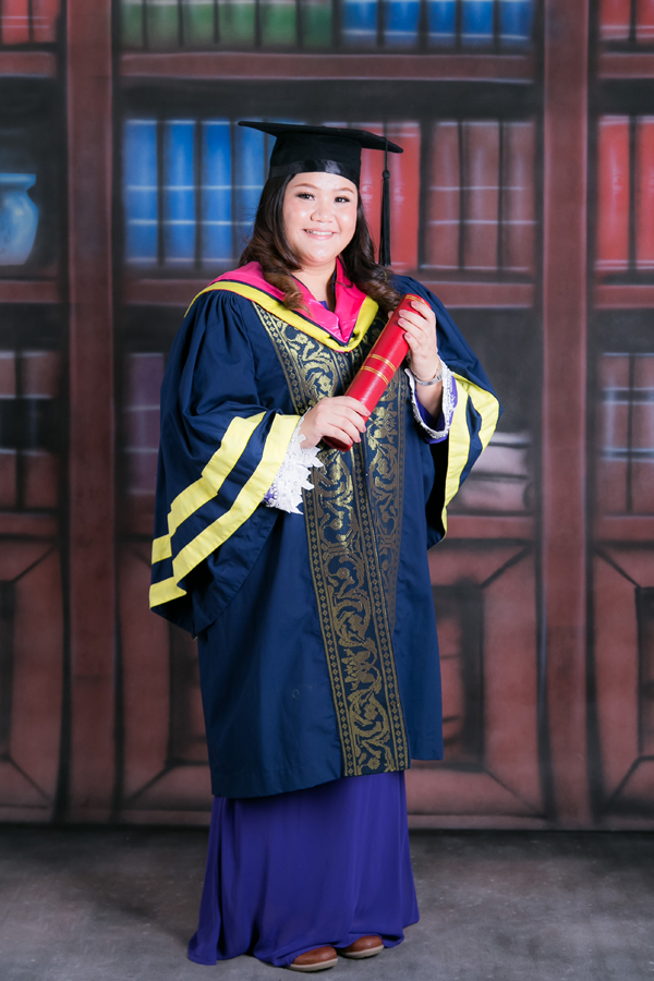 female graduation photos