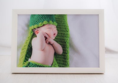 8R white wooden frame
